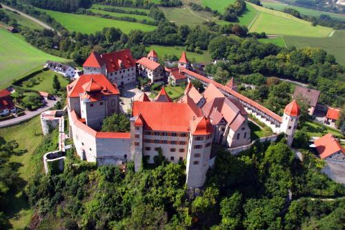 Kasteel-overnachting met je hond in Schlosshotel Harburg - Harburg