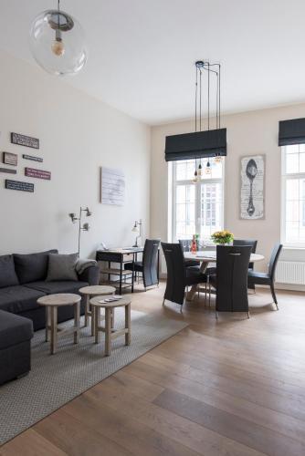 . Cozy & Bright Apartment
