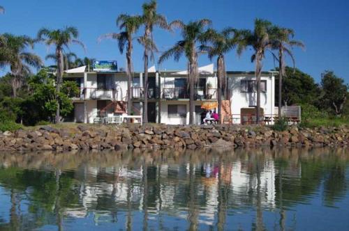. Beachfront 1, 25 Willow Street