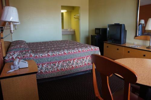 Delux Inn Tulsa - Tulsa, OK 74129