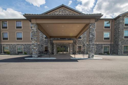 Cobblestone Inn & Suites St Mary's - Saint Marys, PA 15857