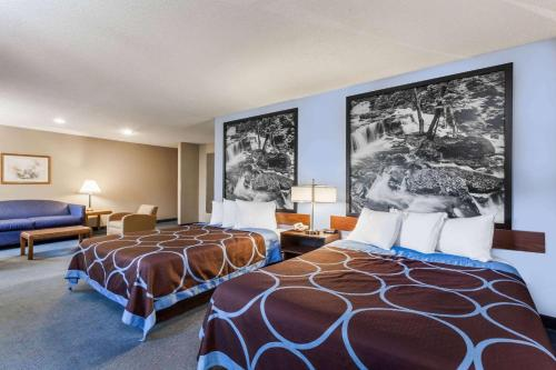 Super 8 By Wyndham Stroudsburg - East Stroudsburg, PA 18301