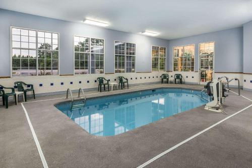 Hotels With Indoor Swimming Pools In Fayetteville, North Carolina
