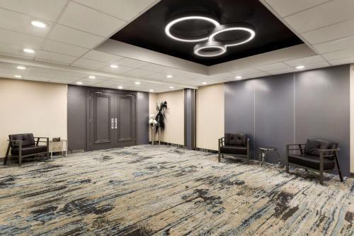 Travelodge Hotel & Conference Centre By Wyndham Regina - Regina, SK S4S 3R6