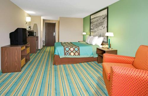 Super 8 By Wyndham Denver Stapleton - Denver, CO 80207