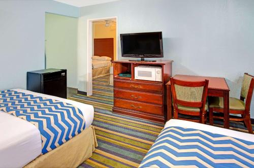 Travelodge by Wyndham Bishop - Bishop, CA CA 93514