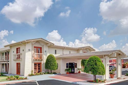 Travelodge by Wyndham North Richland Hills-Dallas-Ft Worth