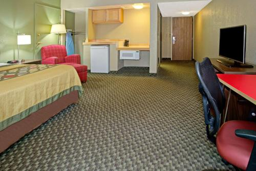 Super 8 By Wyndham Wheat Ridge/Denver West - Wheat Ridge, CO 80033