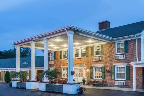 Colonial Inn Seekonk