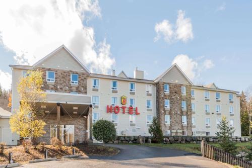 Super 8 by Wyndham Sainte Agathe Des Monts - Hotel - Sainte-Agathe-des-Monts