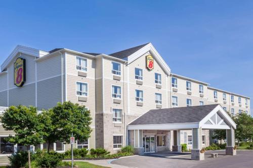 Super 8 by Wyndham Peterborough - Hotel