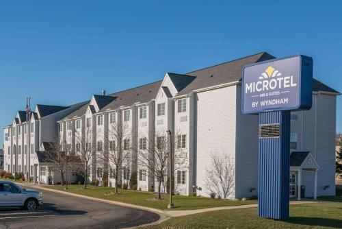 . Microtel Inn & Suites by Wyndham Rochester North Mayo Clinic