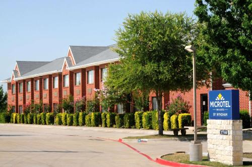 Microtel Inn & Suites by Wyndham Arlington-Dallas Area