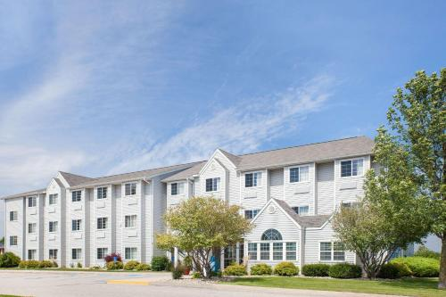 . Microtel Inn and Suites Clear Lake
