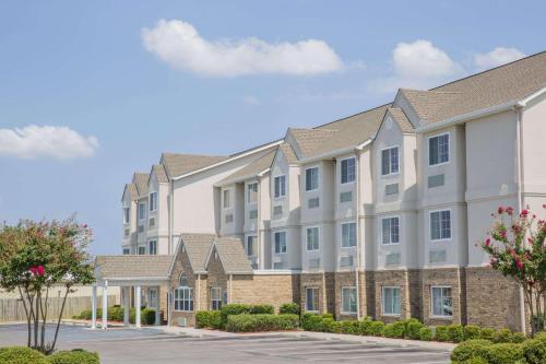 . Microtel Inn & Suites by Wyndham Albertville