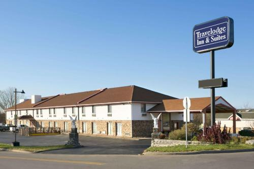 Travelodge Inn & Suites by Wyndham Muscatine