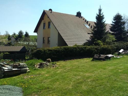 . Cozy Apartment in Oelsnitz with Ore Mountains View