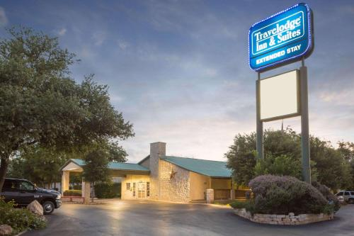 . Travelodge Inn & Suites by Wyndham San Antonio Airport
