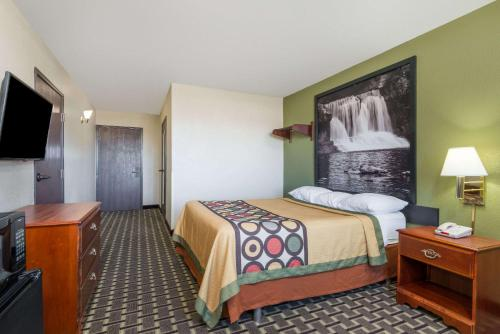 Super 8 By Wyndham Madison/Hanover Area - Madison, IN 47250