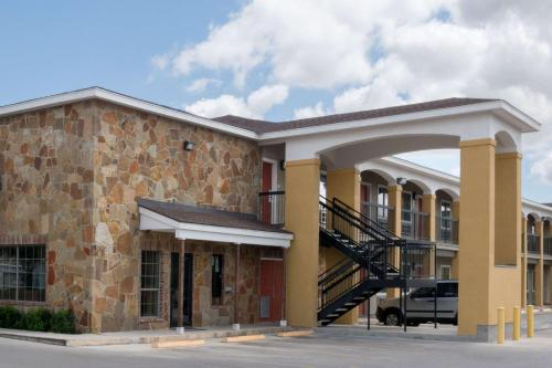 Super 8 by Wyndham San Antonio Near Fort Sam Houston