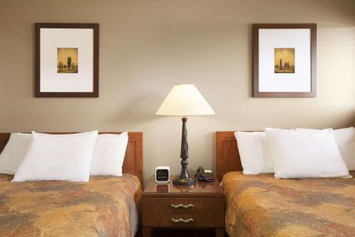 Central Suite Hotel - Lloydminster, AB T9V 0W5