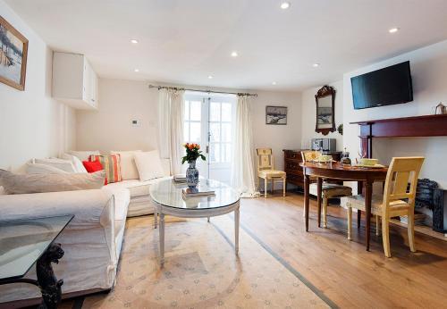 Pleasant Hackney Home By Victoria Park