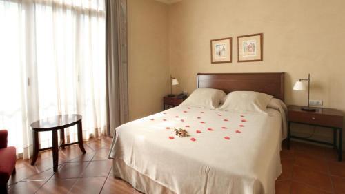 Romantic Double Room Bremon 8