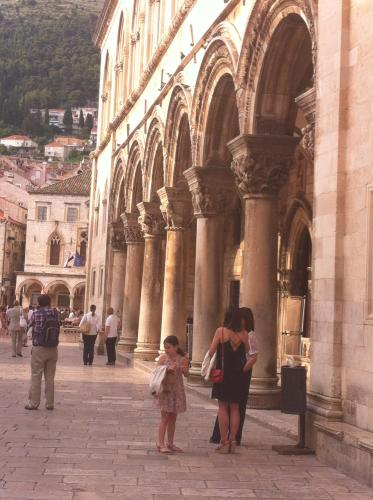 Stulina 4, Dubrovnik 2000, Croatia.