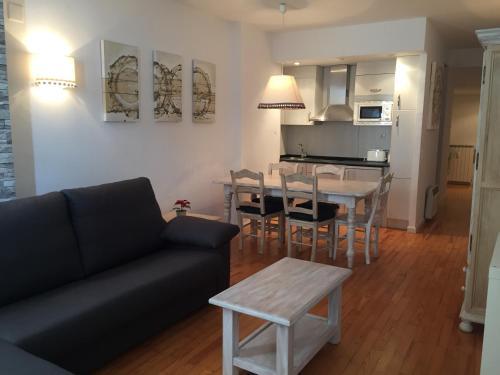 Apartamentos Pirineos Candanchu - Apartment - Candanchú
