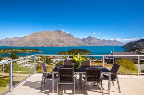 Alpen View Luxury Villa - Accommodation - Queenstown
