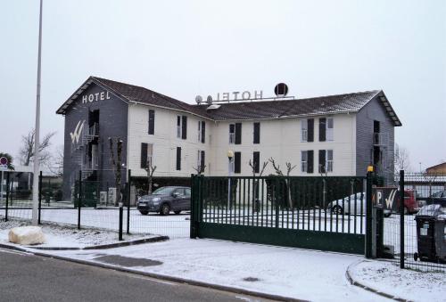 hotel wood inn bordeaux a roport h tel 1 rue euler parc chateau rouquey 33700 m rignac. Black Bedroom Furniture Sets. Home Design Ideas