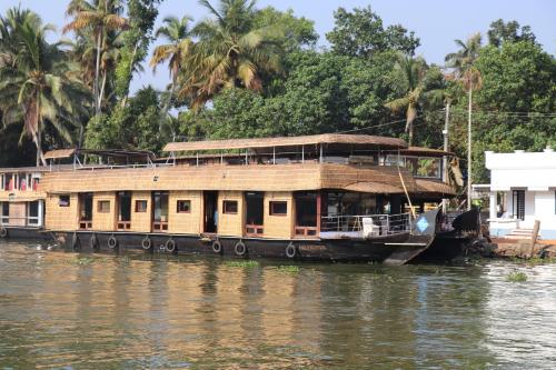 Friends Cruise, Nightstay Houseboat