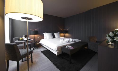 . Flanders Hotel
