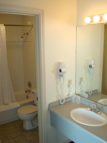 Brigantine Inn - Lunenburg, NS B0J 2C0