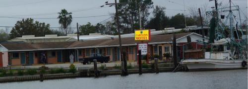 . Cajun Inn Motel