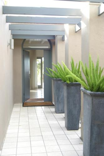 12 Invermark Crescent, Higgovale, Cape Town, 8001, South Africa.