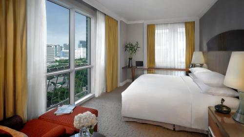 Deluxe One-Bedroom King Suite with City View