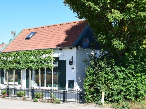 . Cosy Holiday Home in Schoondijke with Terrace