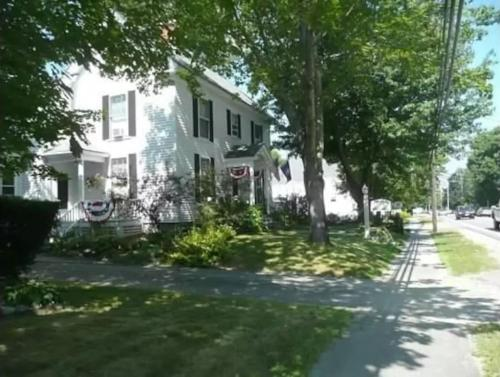 Topsides Bed & Breakfast - Wolfeboro, NH 03894