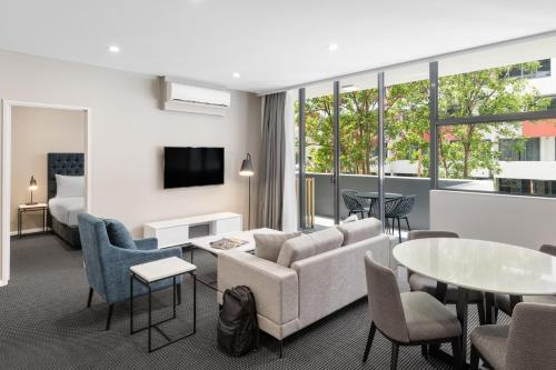 Meriton Suites Waterloo Hotel 1