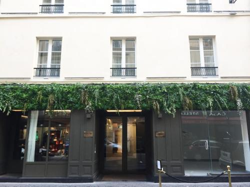 34 rue Jean Mermoz, 75008 Paris, France.