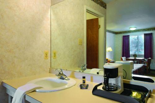 Travelodge By Wyndham Atlantic City - Absecon, NJ 08205