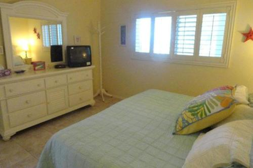 Anna Maria Beach Place One Bedroom Apartment Unit 6