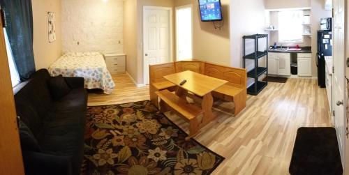 North Shore Oahu Laie Budget Studio Apartment - Sleeps 3 - Laie, HI 96762