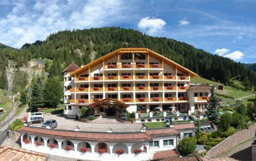 Hotel Cesa Tyrol Canazei