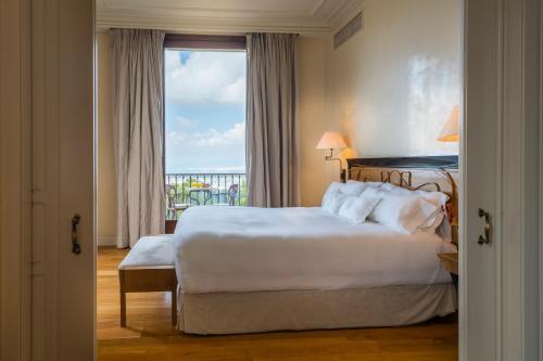 Junior Suite with City View Gran Hotel La Florida G.L Monumento 12