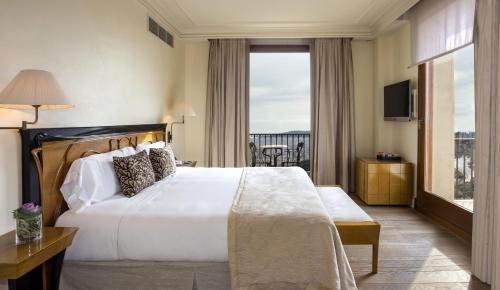Junior Suite with City View Gran Hotel La Florida G.L Monumento 2
