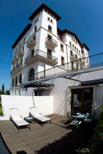 Superior Double Room with Terrace and Mountain View Gran Hotel La Florida G.L Monumento 3