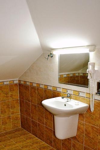 Family Hotel Miglena - Photo 2 of 49