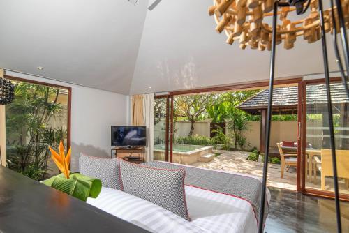 The Sunset Beach Resort & Spa, Taling Ngam room photos